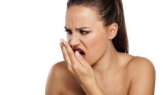 szájszagot okoz az orrból)